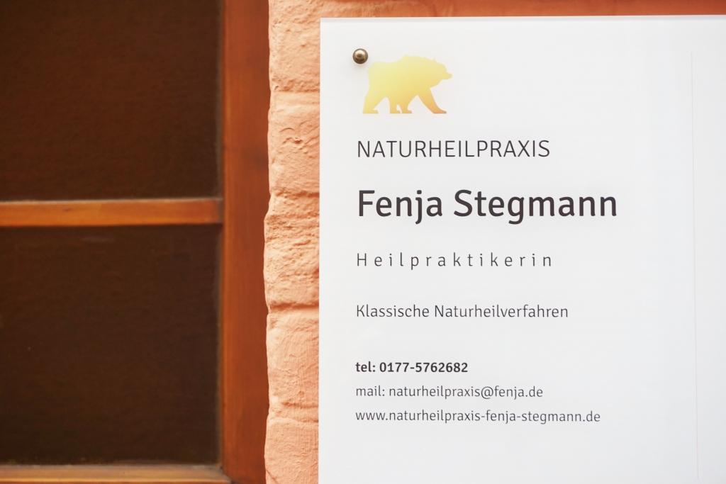 Praxisschild der Naturheilpraxis Fenja Stegmann in Lüneburg